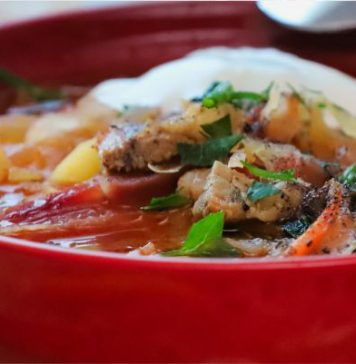 В жару хорош холодный суп